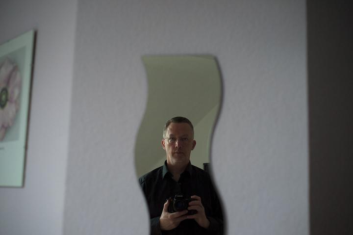 SelbstportraitImHotelzimmerTrier